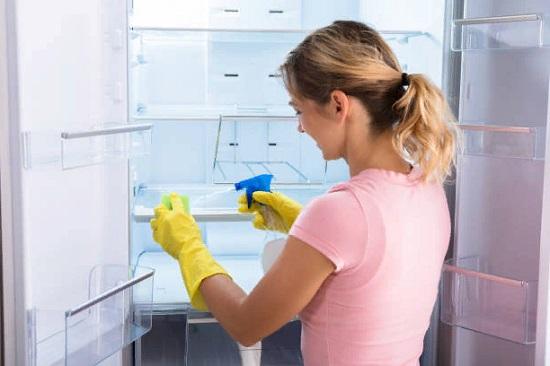 Как чистить содой холодильник