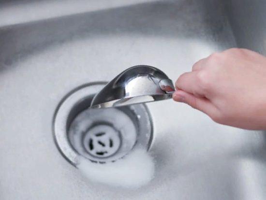 Как чистить содой раковину