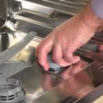 Можно ли в посудомойку засыпать обычную соль?
