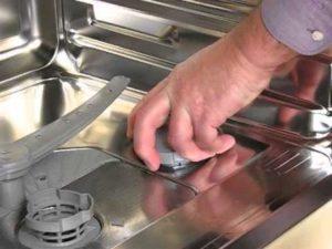 Можно ли в посудомойку засыпать обычную соль